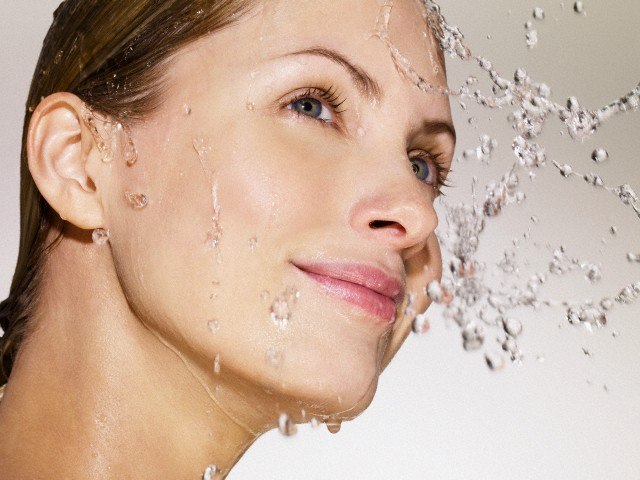 Water on face of woman --- Image by © Adrianna Williams/Corbis